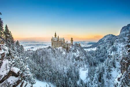 新天鵝堡在日落冬季景觀。德國 版權商用圖片