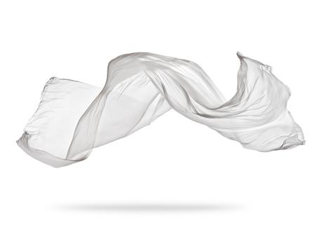 Gladde elegante witte transparante doek gescheiden op een witte achtergrond. Textuur van vliegende stof.