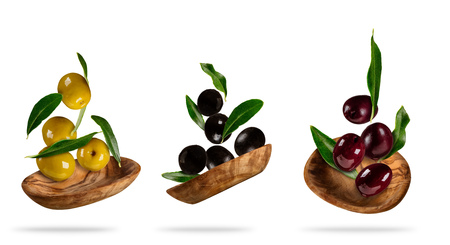 Collection of various kind of flying olives in wooden bowls, isolated on white background Imagens