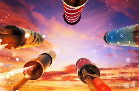 Vista dal basso dei fuochi d'artificio che lanciano razzi nel cielo, spazio libero per il testo. Concetto di celebrazione e Capodanno. 3D rendering di razzi. Archivio Fotografico - 84264528