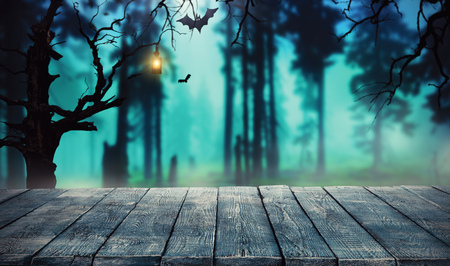 Spooky halloween background with empty wooden planks, dark horror background. Celebration theme, copyspace for text. Ideal for product placement Foto de archivo