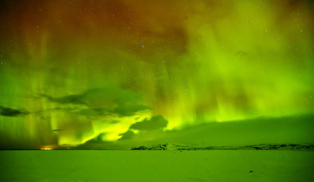 Beautiful aurora borealis northern light in Iceland, shot in early winter period Imagens - 90961294