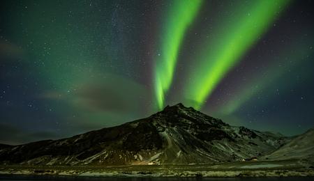 早く冬の期間で撮影見事なオーロラ、アイスランドのノーザン ライト 写真素材