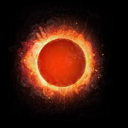テキストのための空きスペースを持つ抽象的な火のボールの爆発、黒い背景に隔離