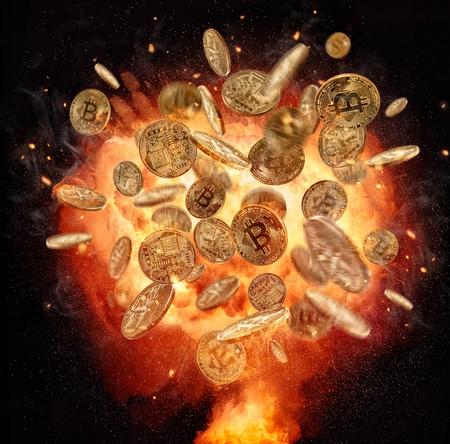 Explosión de fuego del símbolo de moneda criptográfica Bitcoins, aislado sobre fondo negro. Concepto de moneda digital y riesgo