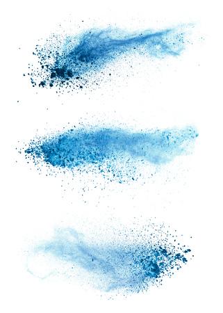 Abstrakte blaue Pulverexplosion lokalisiert auf weißem Hintergrund. Hochauflösende Textur
