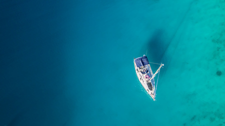 Sailing boat anchoring in Croatia bay, aerial view. Active life style, water transportation and marine sport. 版權商用圖片