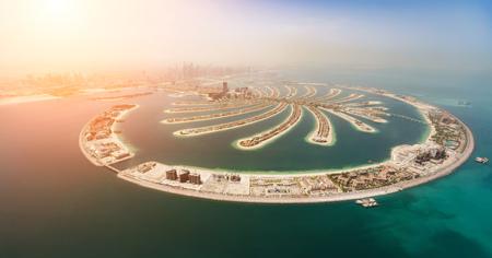 Luftaufnahme der künstlichen Palmeninsel in Dubai. Panoramablick.
