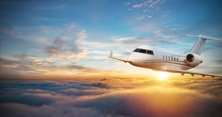 Luxe privé jetliner die boven wolken vliegt. Modern en snelste vervoermiddel, symbool van luxe en zakenreizen.