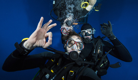 Young men scuba divers making selfie. Underwater sport and leasure activities. 写真素材