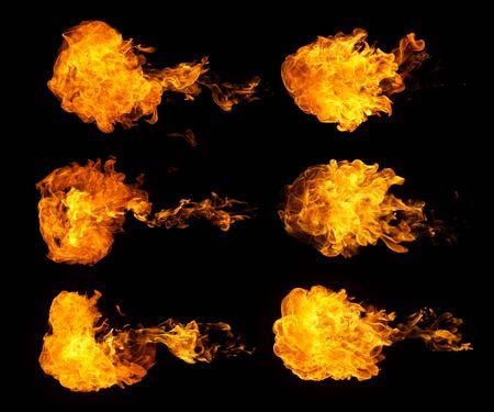 Raccolta di esplosioni di fuoco, isolata su sfondo nero