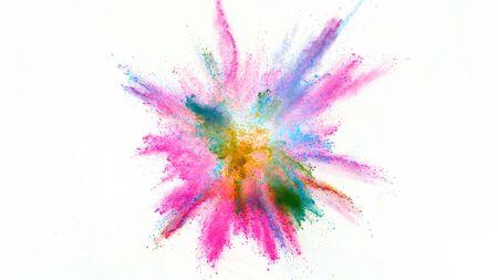 Explosion de poudre colorée isolée sur fond blanc. Abstrait coloré