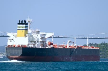 ボスポラス海峡の LNG タンカー 写真素材
