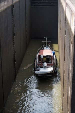 lift lock: the sluice and the boat