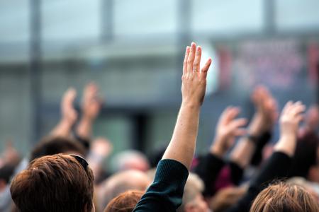 raise your hand Standard-Bild