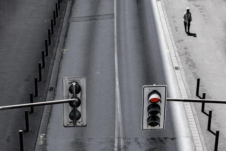 semaforo peatonal: carretera y del tráfico de peatones y luces