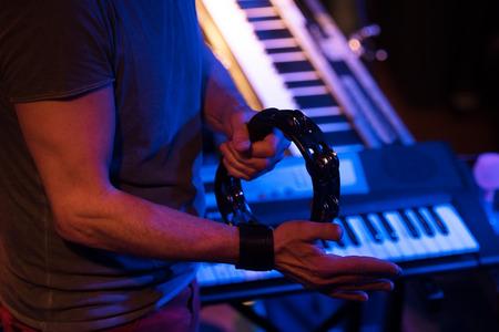 pandero: pandereta en concierto