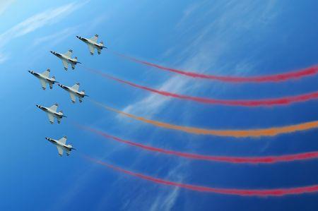 デモンストレーションの間に軍戦闘機