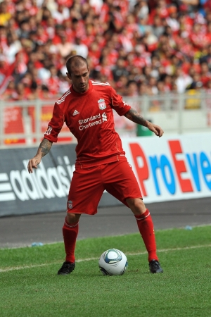 KUALA LUMPUR - JULY 16 : Liverpool player Raul Meireles during a friendly match against Malaysia on July 16, 2011 in Kuala Lumpur, Malaysia. Liverpool won 6-3.