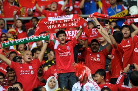 クアラルンプール - 7 月 16 日: 2011 年 7 月 16 日にマレーシア ・ クアラルンプールのマレーシア XI との親善試合中にリバプールのサッカーのクラブの