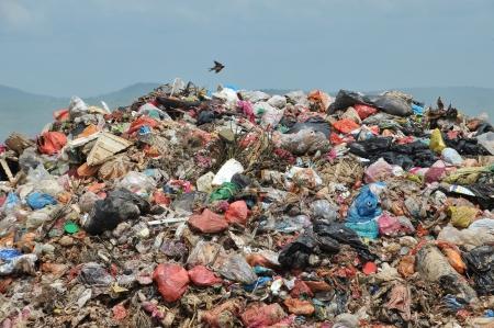 プラスチック製のごみ埋め立て地に 写真素材