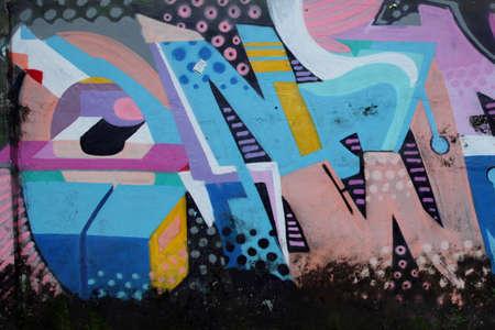 야외 벽화 벽을 기물 파손