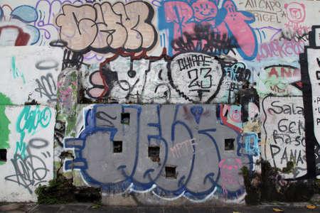 파손 거리 벽화 벽 에디토리얼