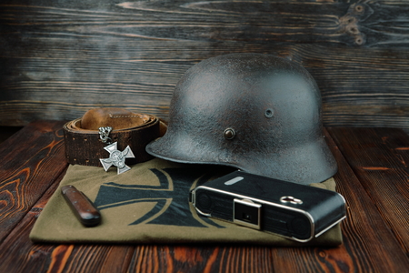 seconda guerra mondiale: Rusty casco esercito tedesco dalla seconda guerra mondiale. Archivio Fotografico
