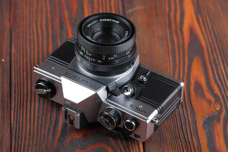 ロシア、モスクワ、2017 年 4 月 19 日古いドイツの 35 mm 一眼レフ カメラ Praktica MTL 5、released1984。