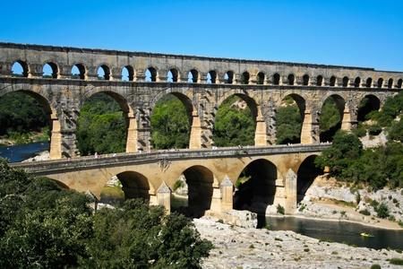 du ร    ก ร: Pont du Gard - Roman aqueduct in southern France near Nimes
