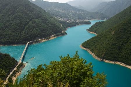 モンテネグロの Pivsko 湖