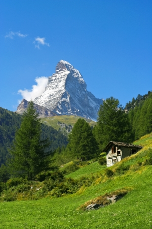 traditional climbing: Lonely hut near Mount Matterhorn in Zermatt Stock Photo