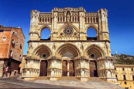 クエンカ、スペインのゴシック様式の大聖堂ビュー