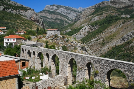 Oude Romeinse aquaduct in Old Bar, Montenegro