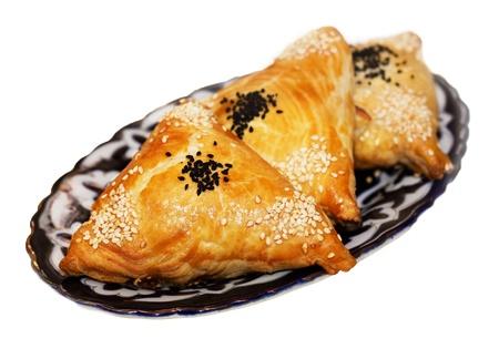 Zelfgemaakte samosa's op een bord Stockfoto - 18453894