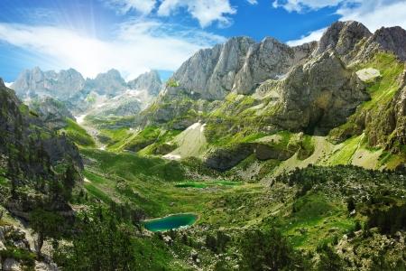 Landschap: Prachtig uitzicht op bergmeren in de Albanese Alpen Stockfoto