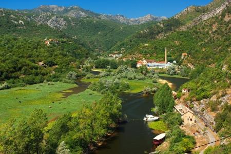 Prachtig uitzicht op Rijeka Crnojevica Skadar nationaal park, Montenegro