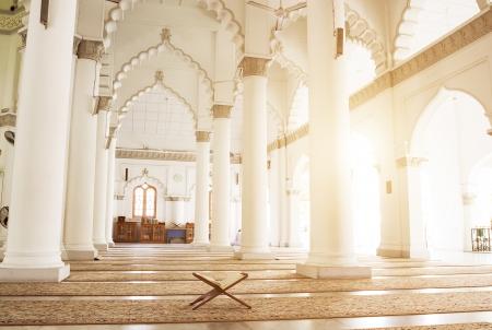 コーラン - マレーシアのモスクでイスラム教徒の神聖な本 写真素材
