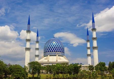 shah: Masjid Sultan Salahuddin Abdul Aziz Shah - The  Blue Mosque