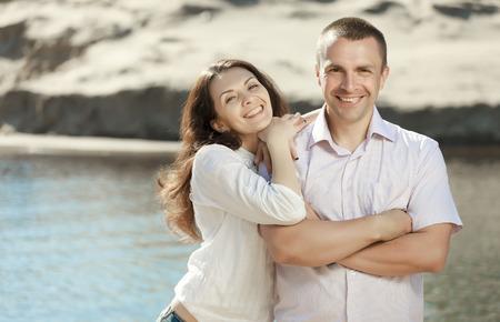 Portret van gelukkig lachende paar outdoor Stockfoto