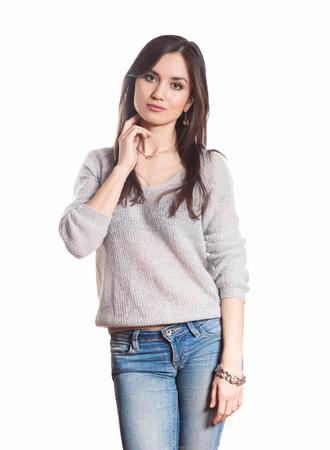 mujer sola: Atractiva mujer joven aislado en un fondo blanco