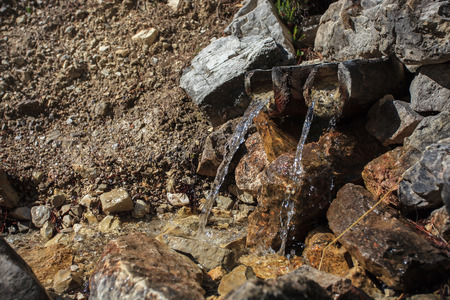 eau source: Natural water source in the mountains