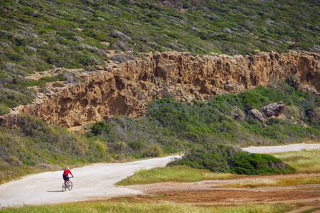 Biker riding bicycle in the Mountains of Cyprus Stockfoto