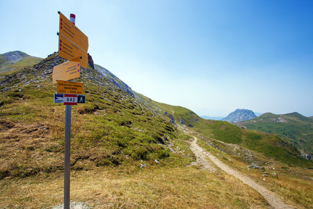 Tourist sign on a trail with description of main hiking path in a mountains Stockfoto