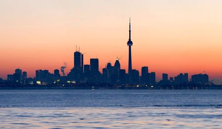 building cn tower: Toronto skyline with CN Tower and the financial district at sunrise