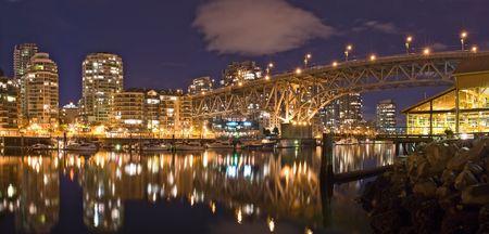 バンクーバー - 夕暮れグランビル ・ ストリート橋