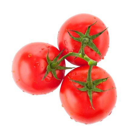 umyty: Trzy umyte pomidory z kropli wody na białym tle Zdjęcie Seryjne