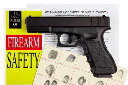 pistola: Pistola Arma de mano con arma de fuego y la aplicaci�n CCW Permiso de huellas dactilares de identificaci�n
