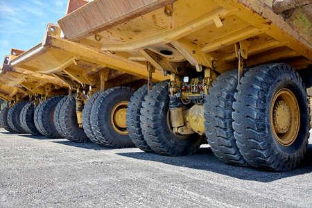volteo: equipos pesados ??camiones de basura industrial Foto de archivo