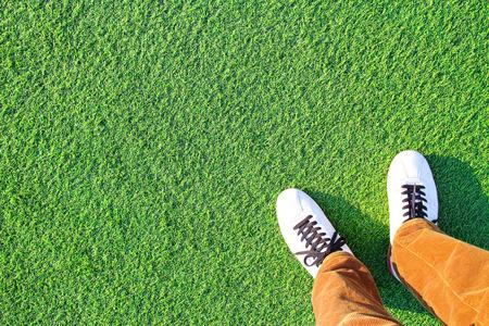人工芝と脚 写真素材 - 101557006